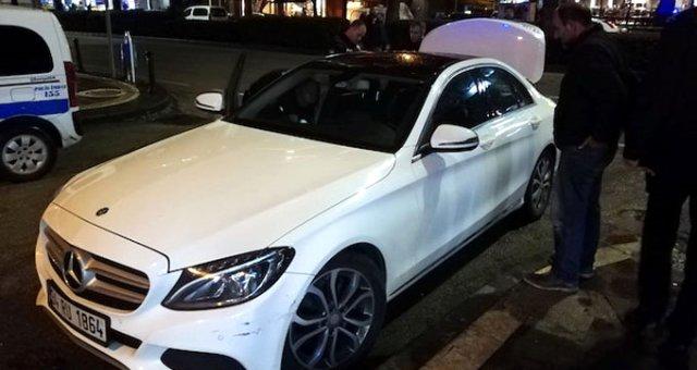 300 Bin Liralık Otomobilinin Anahtarını Kaybetti, Bulana 15 Euro Verdi