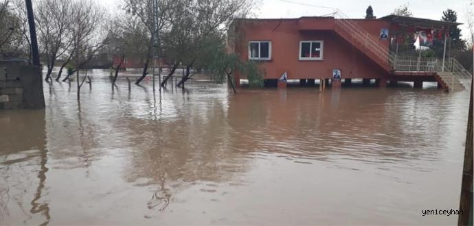 Ceyhan'da Dere Taştı, 9 Ev Tahliye Edildi